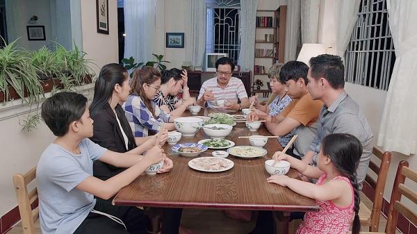 Gạo nếp gạo tẻ tập 78: Thúy Ngân tra tay vào còng, gào thét gọi tên người chồng bị mình bội bạc-4