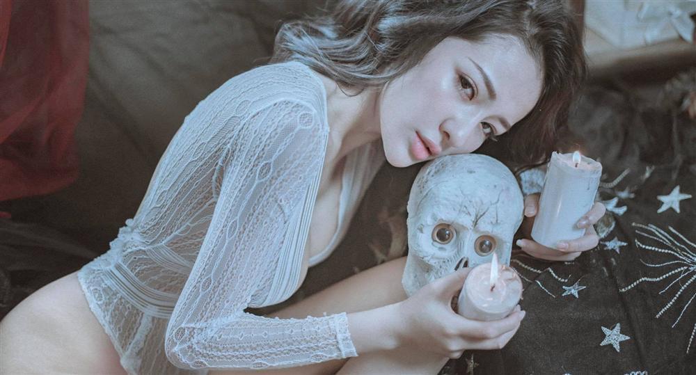 Hotgirl Ngân 98 dậy sóng cư dân mạng với bộ ảnh thả rông vòng 1 đánh bật mọi màn hóa trang Halloween kinh dị-7