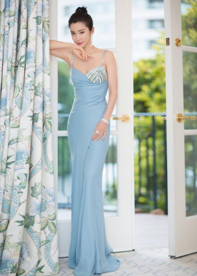SAO MẶC ĐẸP: Hoa hậu Tiểu Vy hóa công chúa lộng lẫy chặt đẹp hai mỹ nhân đình đám Hoa ngữ-8
