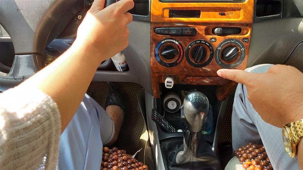 Quý bà váy ngắn ngồi sau vô-lăng, thầy dạy lái xe tái mặt-4