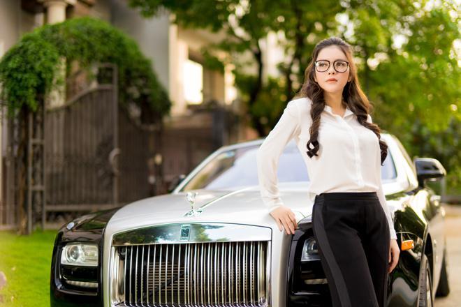 Sao Việt đọ dáng với siêu xe tiền tỷ: Người thần thái ngút trời - kẻ quá lố mắc mệt-10