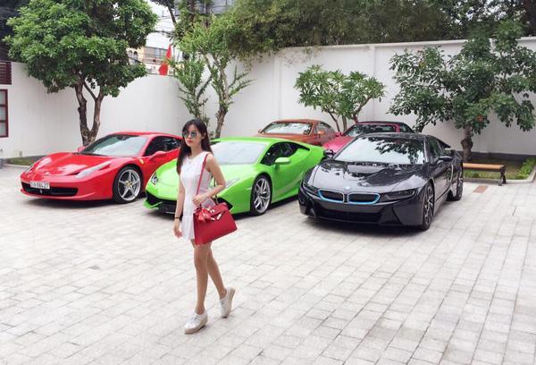 Sao Việt đọ dáng với siêu xe tiền tỷ: Người thần thái ngút trời - kẻ quá lố mắc mệt-12