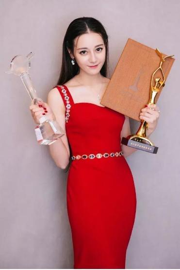 Địch Lệ Nhiệt Ba kế thừa danh hiệu: Nữ vương phim rác của Dương Mịch? Angelababy liên tiếp là thảm họa trên Douban-1