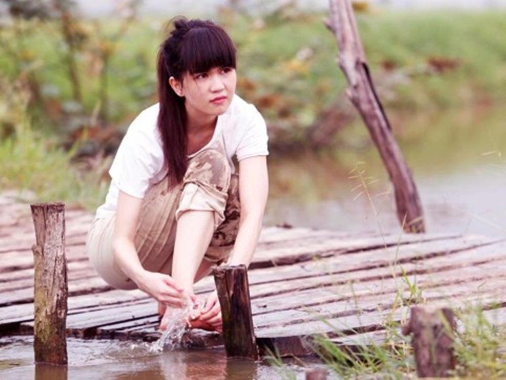 Nhan sắc nóng bỏng khác xa trên phim của những gái quê nổi tiếng bậc nhất màn ảnh Việt-4