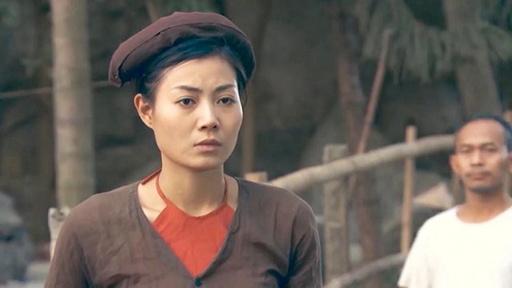 Nhan sắc nóng bỏng khác xa trên phim của những gái quê nổi tiếng bậc nhất màn ảnh Việt-10