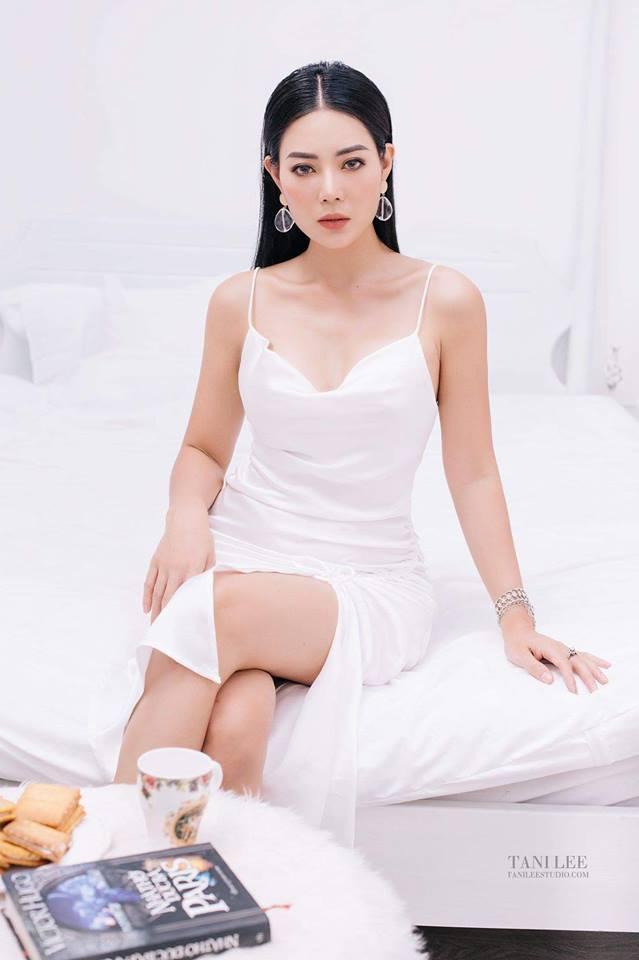 Nhan sắc nóng bỏng khác xa trên phim của những gái quê nổi tiếng bậc nhất màn ảnh Việt-12