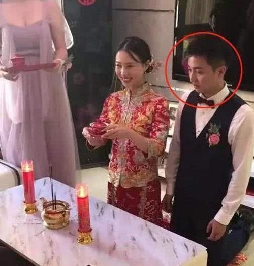 Phù dâu ngực khủng khiến cô dâu bị chìm nghỉm trong lễ cưới-2