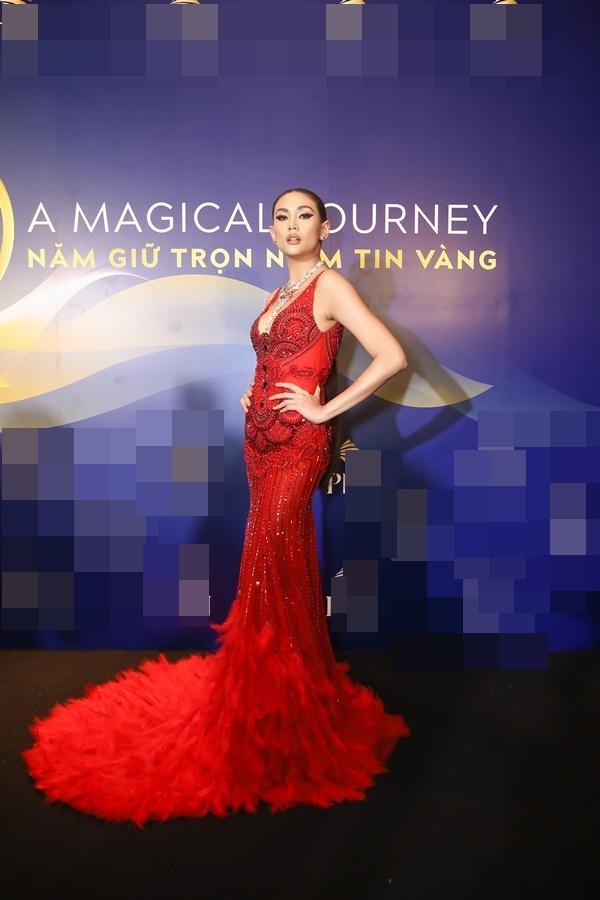 Thanh Hằng, Võ Hoàng Yến, Bảo Anh và dàn mỹ nhân Việt trưng diện váy áo khoe vòng một gợi cảm-4