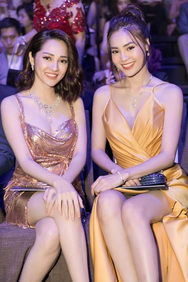 Thanh Hằng, Võ Hoàng Yến, Bảo Anh và dàn mỹ nhân Việt trưng diện váy áo khoe vòng một gợi cảm-9