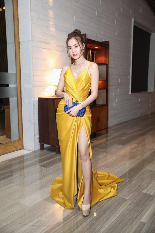 Thanh Hằng, Võ Hoàng Yến, Bảo Anh và dàn mỹ nhân Việt trưng diện váy áo khoe vòng một gợi cảm-8