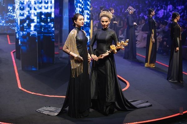 Thanh Hằng mặc váy đính đầy vàng vẫn catwalk thần thái đỉnh cao-12