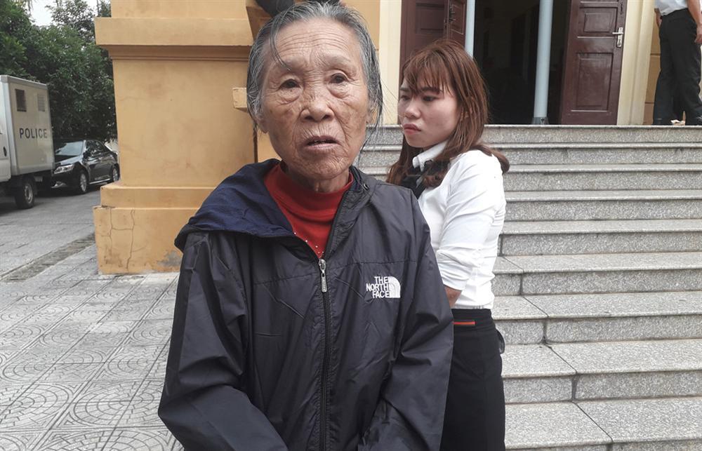 Hai người phụ nữ ở phiên tòa xử kẻ giết người chôn xác-1