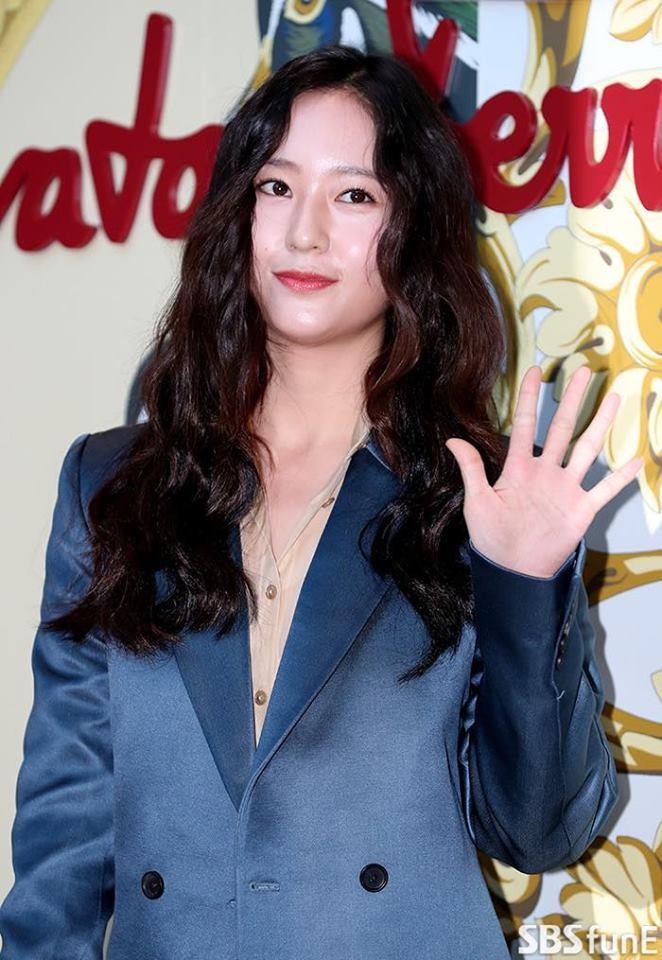 Hài hước khi So Ji Sub trút bỏ hình tượng nam tính, hoá thân thành bà thím-8