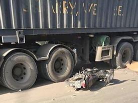 Hà Nội: Thầy dạy tiếng Anh người Nam Phi tử vong dưới gầm xe container