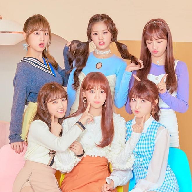 Nhóm nhạc 12 hot girl chào sân Kpop với thành tích ấn tượng-1