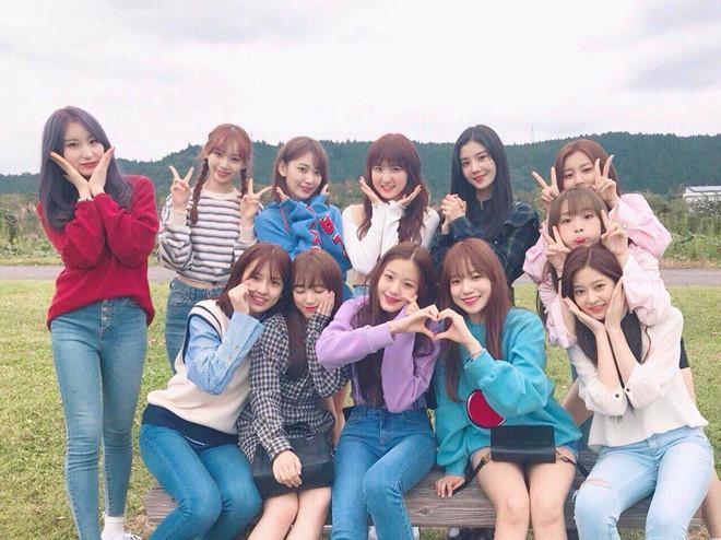 Nhóm nhạc 12 hot girl chào sân Kpop với thành tích ấn tượng-9