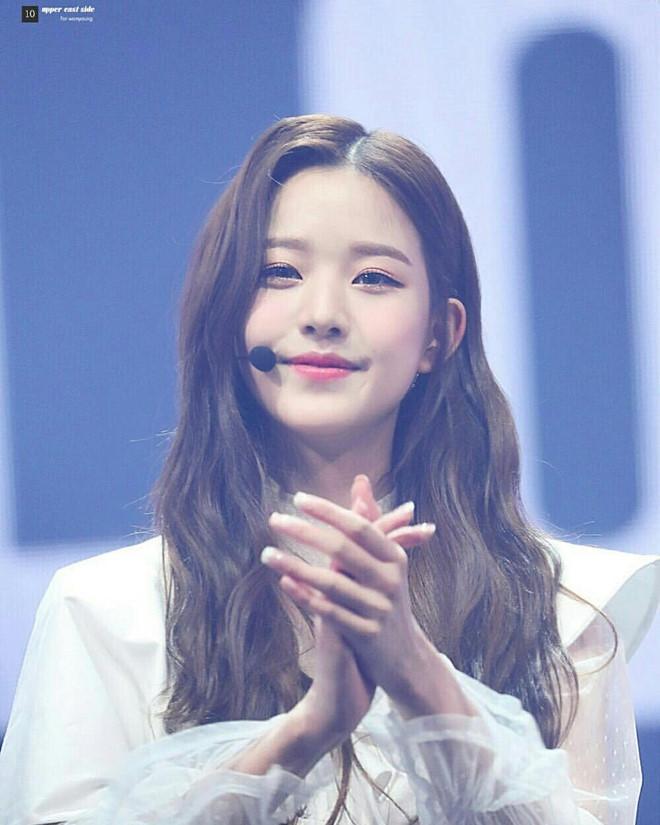 Nhóm nhạc 12 hot girl chào sân Kpop với thành tích ấn tượng-11