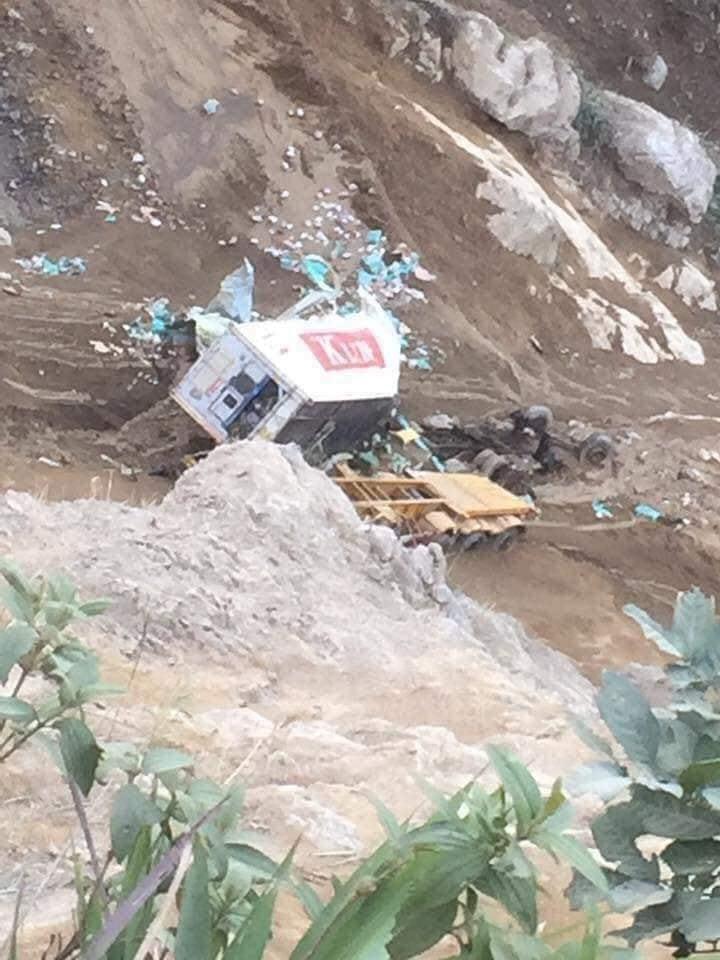 Lai Châu: Xe container lao xuống vực đứt đôi, tài xế mất tích-3