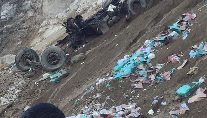 Lai Châu: Xe container lao xuống vực đứt đôi, tài xế mất tích-1