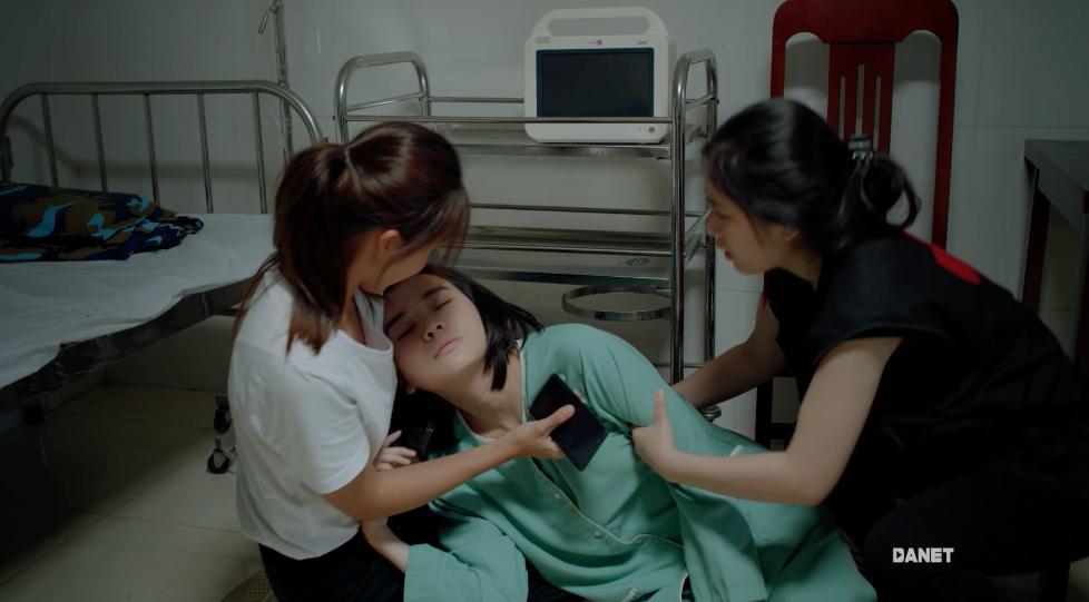Hậu duệ mặt trời Việt Nam mắc sai lầm ngớ ngẩn: bệnh nhân mắc virus truyền nhiễm nguy hiểm, bác sĩ vô tư sờ tay khám chẳng sợ chết-6