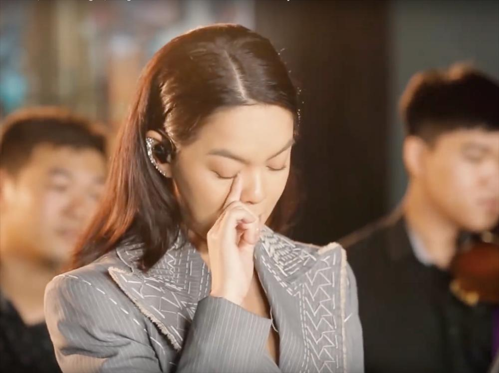 Phạm Quỳnh Anh nói gì khi clip vừa hát vừa khóc nghẹn từ trước khi có tin ly hôn được dân mạng chia sẻ rầm rộ-4