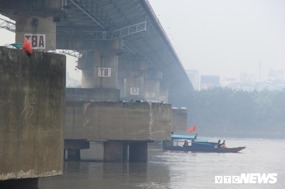 Xe Mercedes lao xuống sông Hồng, 2 người chết: Xác định danh tính nạn nhân thứ hai-1