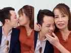 Khoe răng sáng lóa sau khi đầu tư 200 triệu, cô dâu 61 tuổi hôn chồng trẻ 'tóp má' khi livestream khiến người xem ngán ngẩm