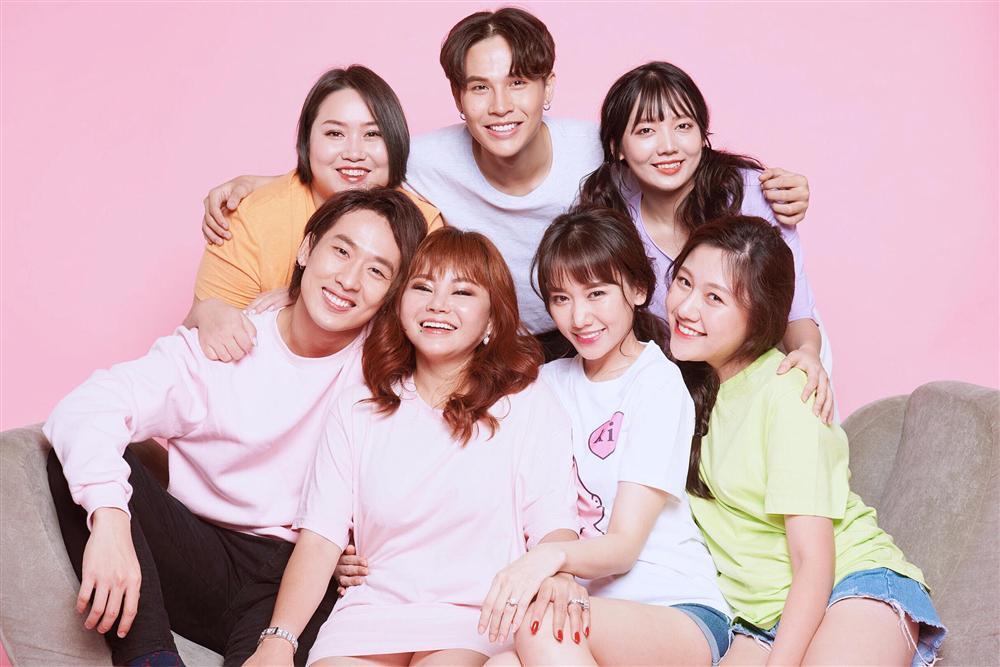 Hari Won cùng 2 cô em gái ruột của mình và Trấn Thành tạo thành Gia đình Mén-3