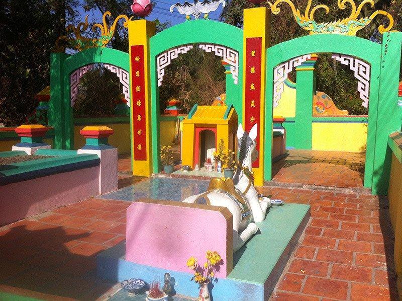 Hé mở bí ẩn ly kỳ về mộ thần thái giám ở Phan Thiết-2