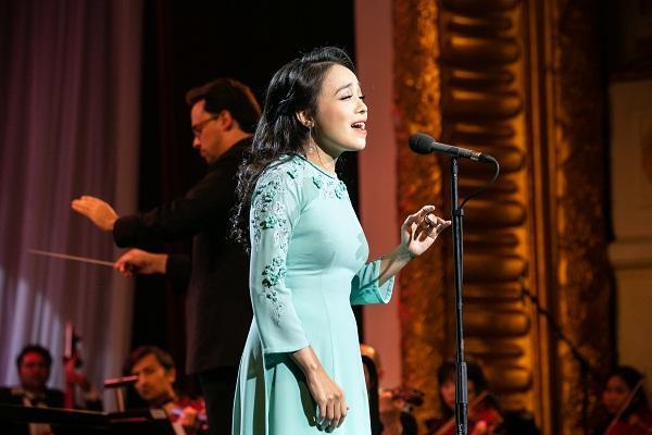 Khán giả vỗ tay không ngớt khi Họa mi Opera Lan Anh hát Bolero cùng dàn nhạc giao hưởng-1