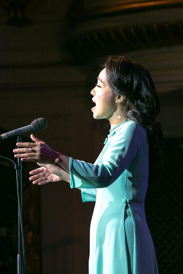 Khán giả vỗ tay không ngớt khi Họa mi Opera Lan Anh hát Bolero cùng dàn nhạc giao hưởng-2