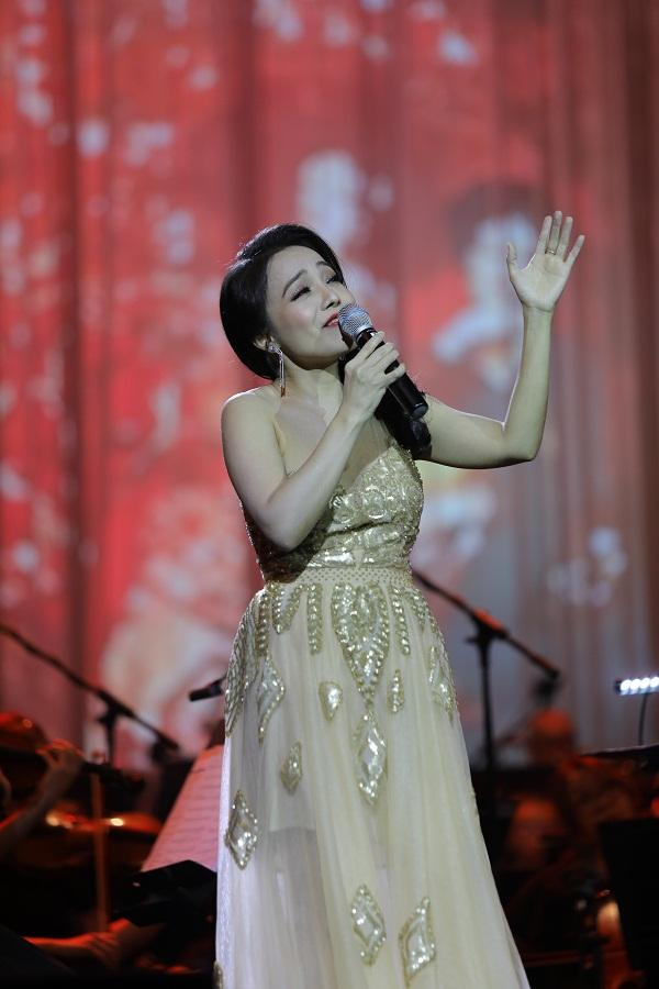 Khán giả vỗ tay không ngớt khi Họa mi Opera Lan Anh hát Bolero cùng dàn nhạc giao hưởng-4