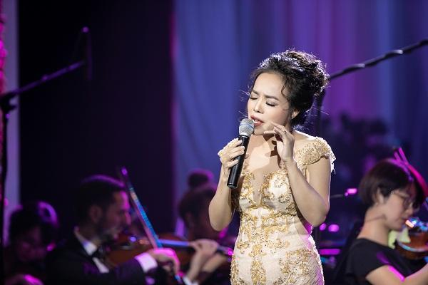 Khán giả vỗ tay không ngớt khi Họa mi Opera Lan Anh hát Bolero cùng dàn nhạc giao hưởng-6