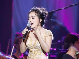 Khán giả vỗ tay không ngớt khi 'Họa mi Opera' Lan Anh hát Bolero cùng dàn nhạc giao hưởng