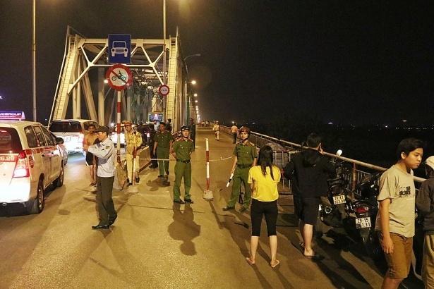 Khu vực cầu Chương Dương đã xảy ra những vụ tai nạn giao thông khiến người đi đường ớn lạnh-4