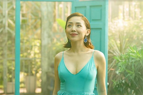 Bật mí hậu trường thú vị MV 'Stay Open' của Tóc Tiên-4