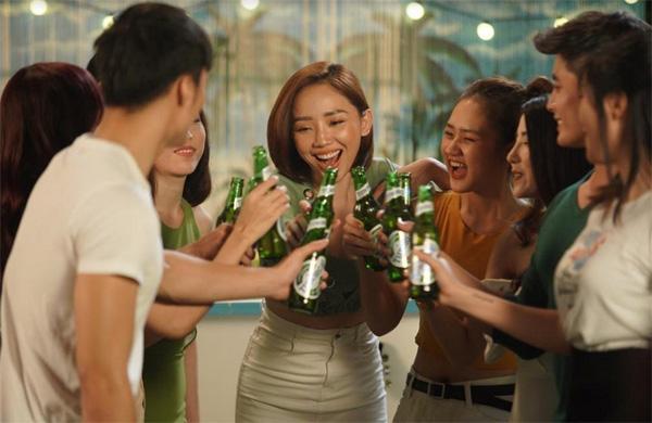 Bật mí hậu trường thú vị MV 'Stay Open' của Tóc Tiên-7