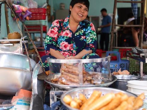 Những quán cháo lòng dân dã, đông nghịt khách ở Sài Gòn-4