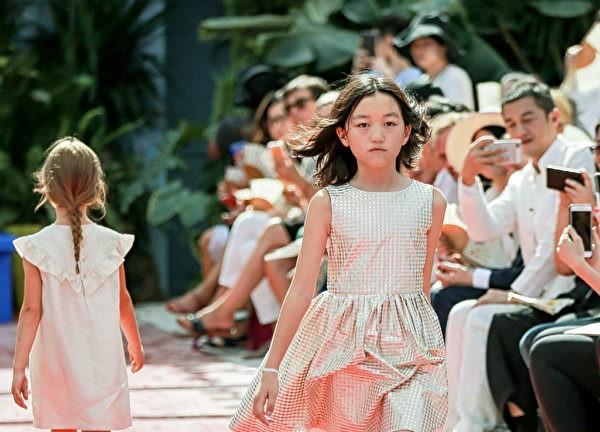Lệnh Hồ Xung ngập trong nợ nần, con gái chi 350 triệu/ lần shopping-5