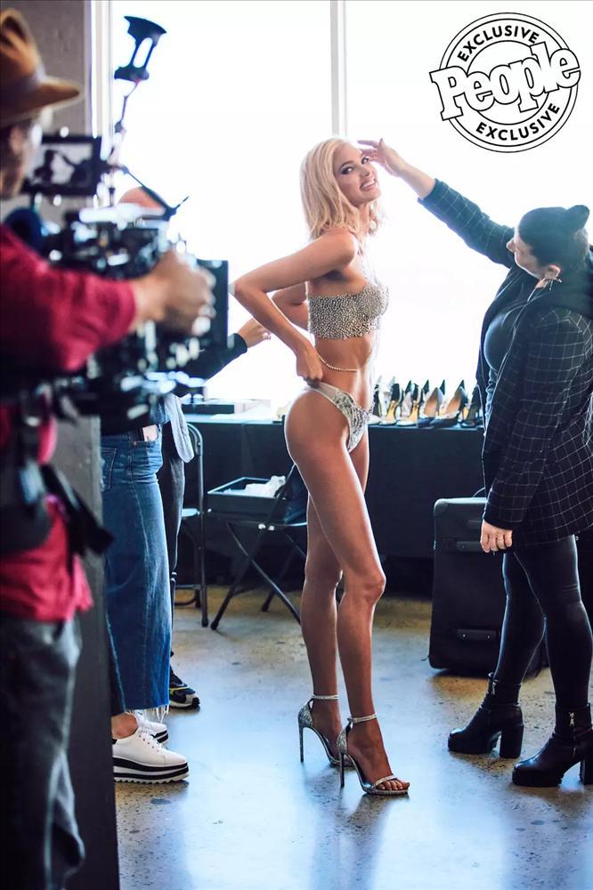 HOT: Dù rẻ nhất trong lịch sử, Fantasy Bra của Victorias Secret Show 2018 vẫn có giá hàng triệu đô la-3