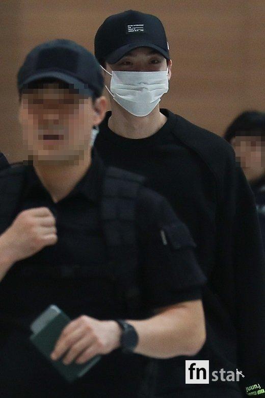Ngôi sao Gia đình là số 1 Lee Jong Suk rạng rỡ trở về Hàn sau khi bị bắt giữ ở Indonesia-2
