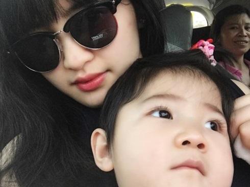 Loạt ảnh mới nhất khiến nhiều người bất ngờ về bé gái suy dinh dưỡng ở Lào Cai sau hơn 2 năm được nhận nuôi-7