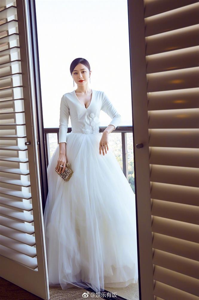 Phú Sát hoàng hậu Tần Lam xứng danh gái ngoan Cbiz, nhiều lần tự may đồ cho bớt hở-9