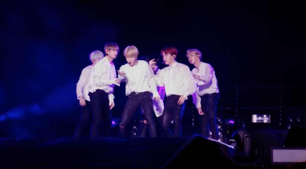 Để được gọi là nhóm nhạc nam toàn cầu, BTS đã phải bỏ ra những gì?-1