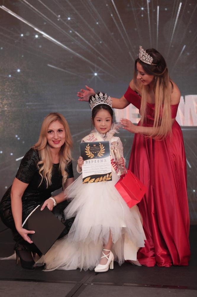 Cô bé Việt mới 6 tuổi đã đăng quang ngôi Hoa hậu tầm cỡ thế giới khiến nhiều người ngỡ ngàng-3