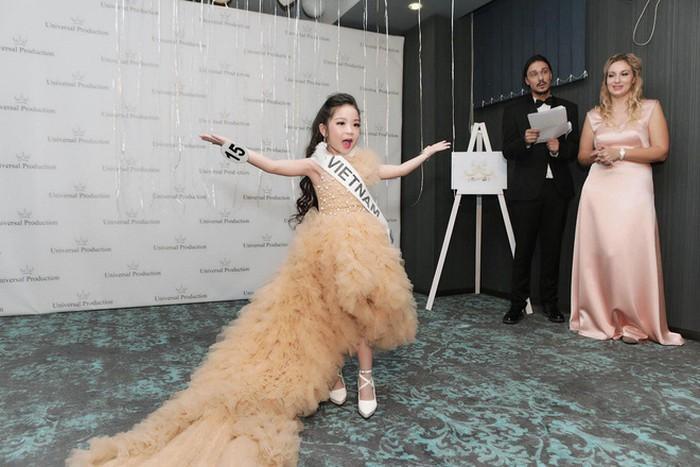 Cô bé Việt mới 6 tuổi đã đăng quang ngôi Hoa hậu tầm cỡ thế giới khiến nhiều người ngỡ ngàng-5