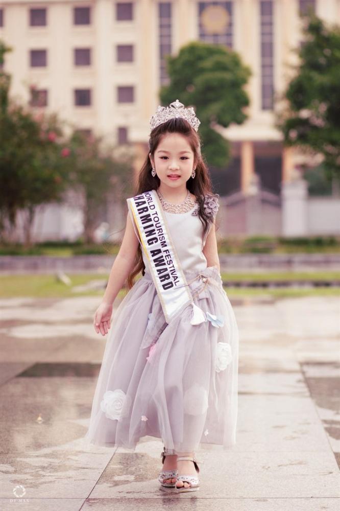 Cô bé Việt mới 6 tuổi đã đăng quang ngôi Hoa hậu tầm cỡ thế giới khiến nhiều người ngỡ ngàng-6