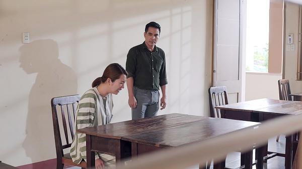 Gạo nếp gạo tẻ tập 80: Ngồi trong tù mà Thúy Ngân vẫn lớn tiếng trách cha mắng chị không giúp mình-5