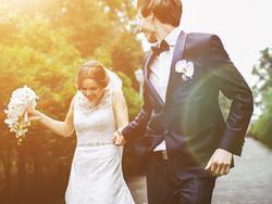 1001 lý do kết hôn kỳ quặc 'luôn và ngay của các chòm sao khi đã quá yêu