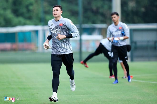 Đội trưởng Lào bật mí quan hệ bất ngờ với thủ môn Đặng Văn Lâm-1